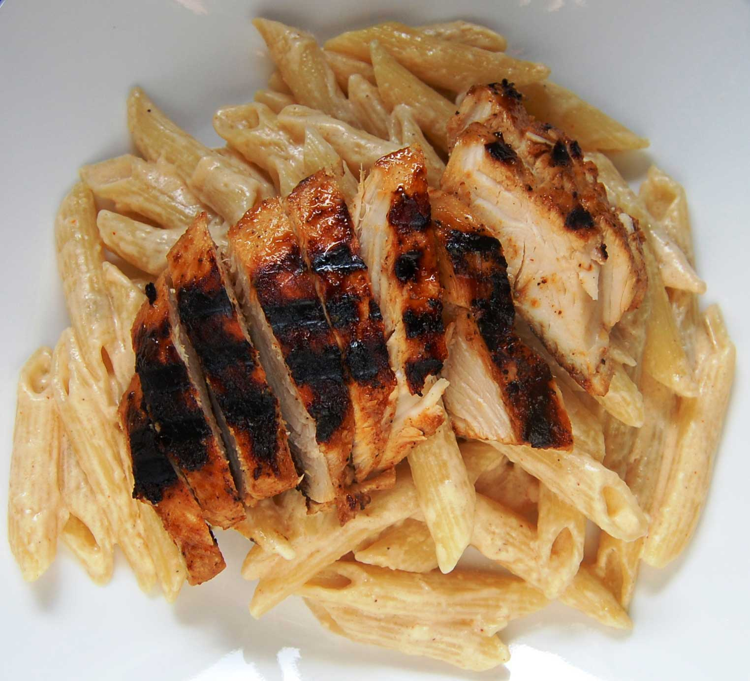 Macaroni with White Sauce and BBQ Chicken.jpg